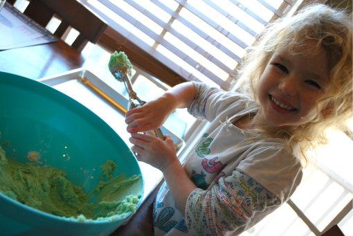 Grinch Cookie Helper