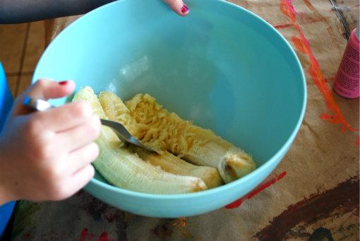 banana bread, mashing