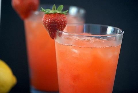 FREE Strawberry Lemonade at Carl's Jr or Hardee's!
