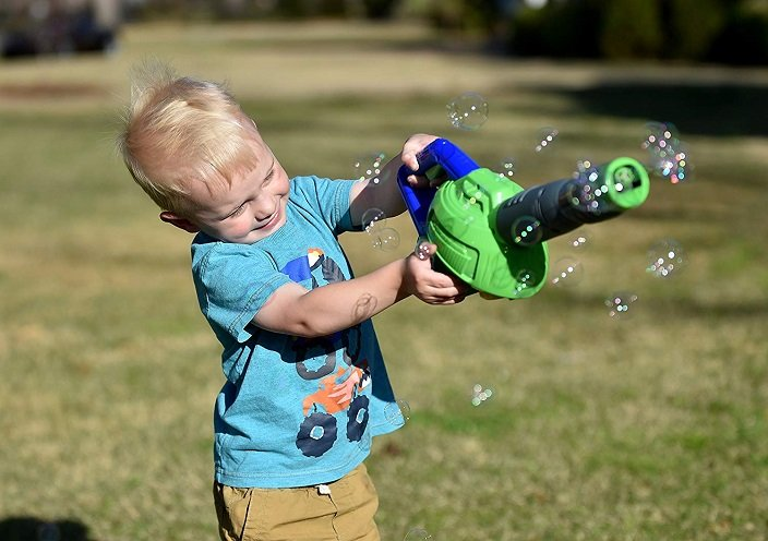 Amazon: Bubble-N-Go Bubble Leaf Blower Only $16.46!