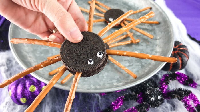 Easy Oreo Spider Cookies Close Up