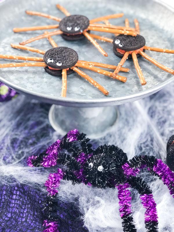 Easy Oreo Spider Cookies verticle