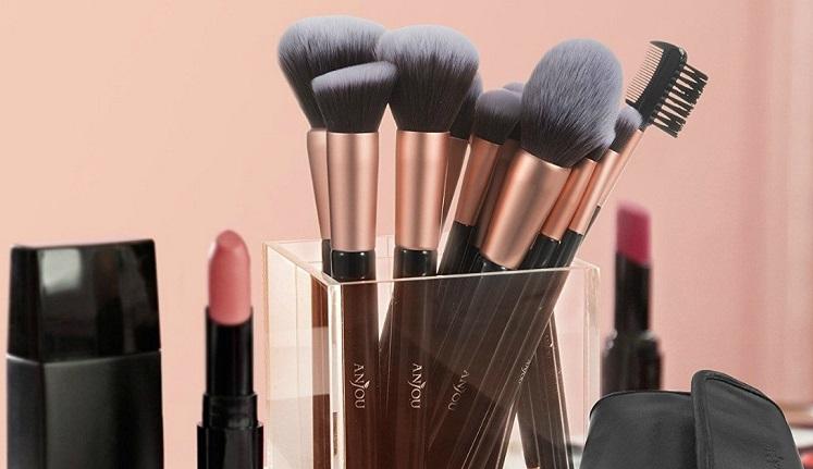 Anjou Makeup Brush Set 16-Piece With Clutch $10.99 on Amazon