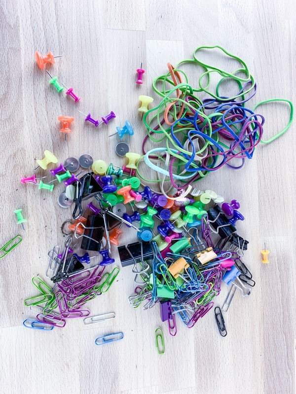 Messy rubberbands - Mason Jar Office Hack
