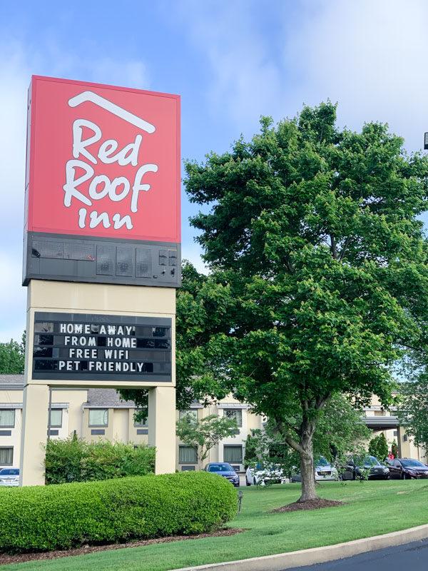 Red Roof Inn Sign