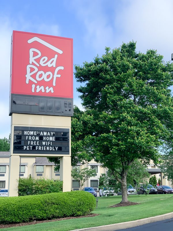 Red Roof Inn Sign