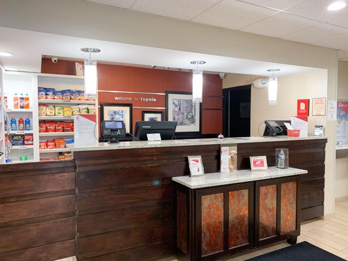 Red Roof Inn Tupelo Desk