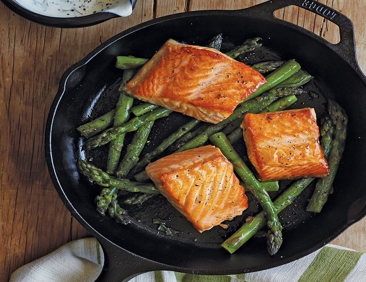 Lodge Cast Iron Skillet 10.25 Inches Just $14.90 on Amazon!