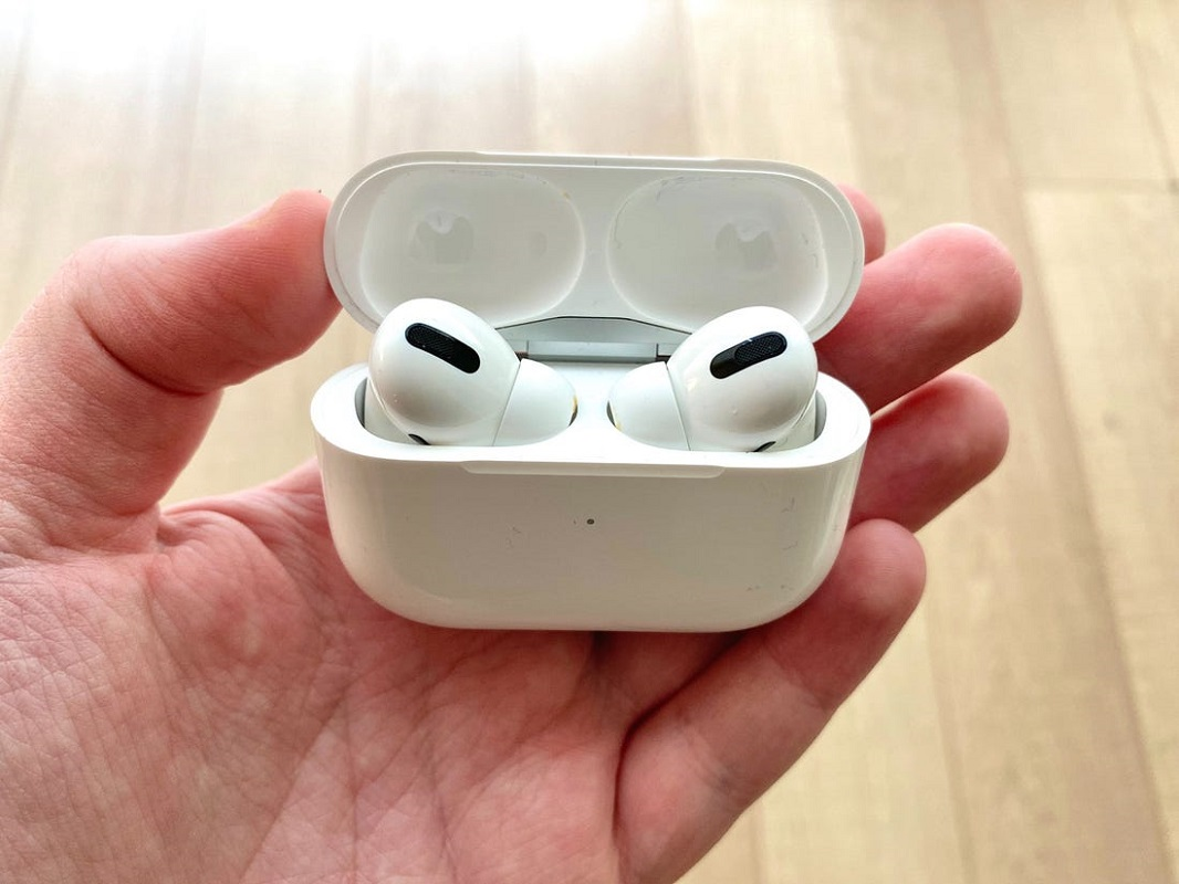 Black Friday Apple Airpods Deals Here S What We Found Expired