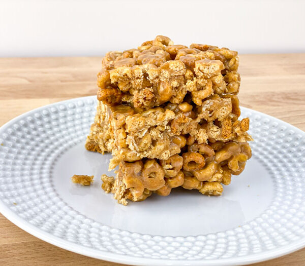 Peanut Butter Oat Crunch Cereal Bars