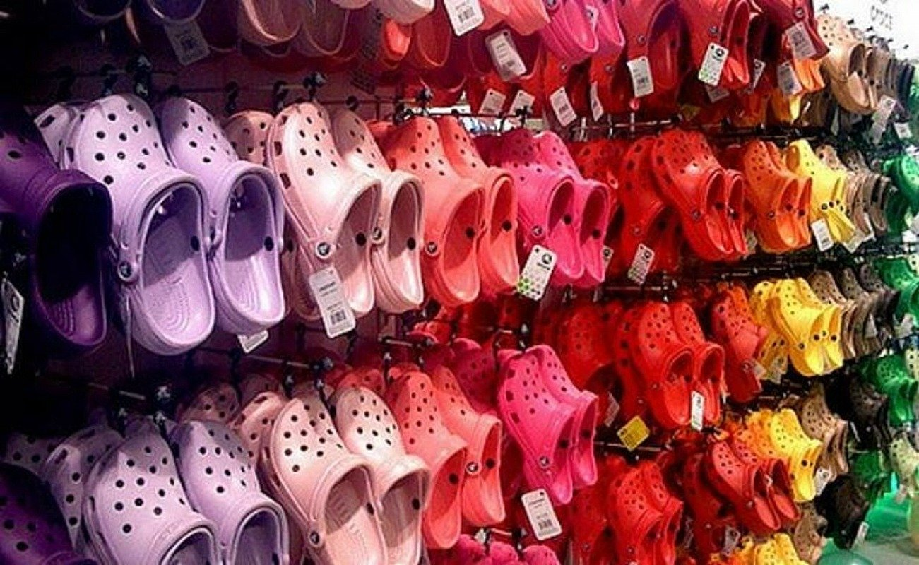 FREE Pair of Crocs for Healthcare Workers – Sign Up!