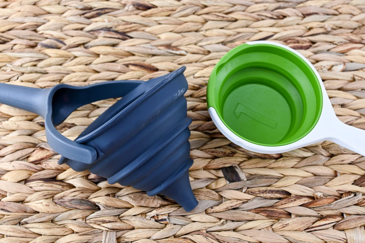 Funnel and measuring cup you need for Bathtub Cleaner