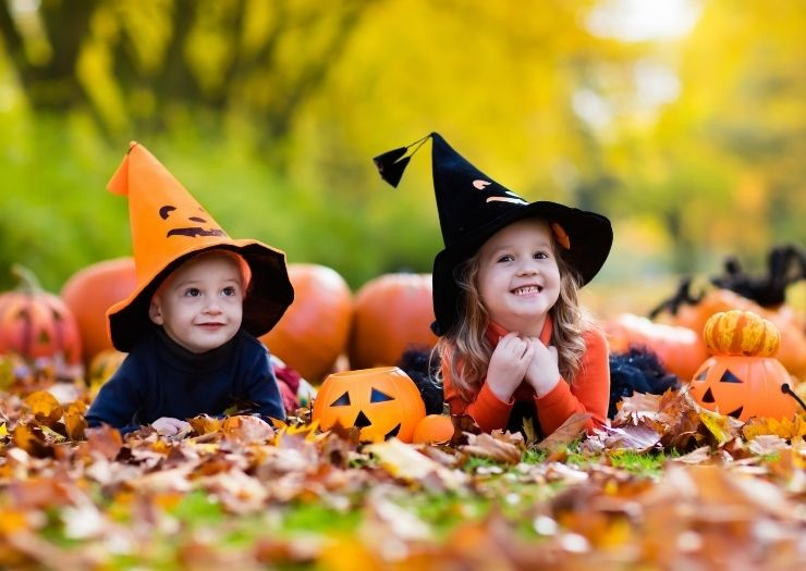 halloween jokes for kids - kids in leaves