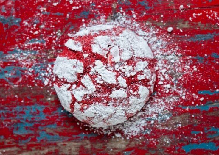 Crinkle cookie with powdered sugar
