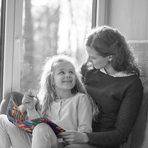 LEGO® Life Magazine - mom and daughter reading