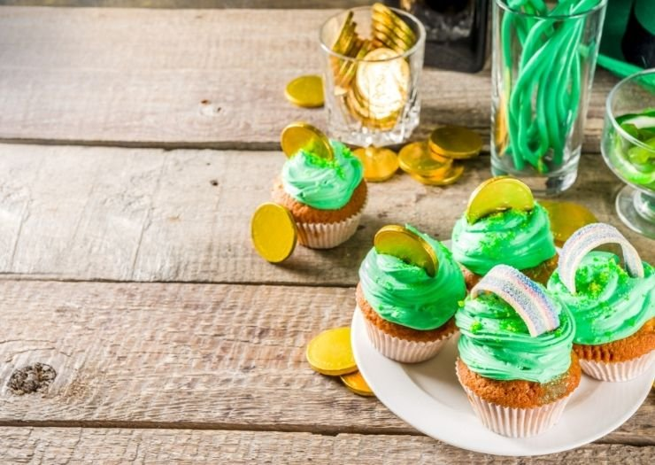 st patricks day cupcakes rainbows with gold coins