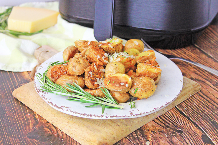 Air fryer rosemary parm potatoes plated