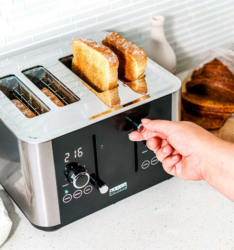 4 Slice Touchscreen Toaster